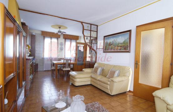 Casa Bifamiliare in Felonica