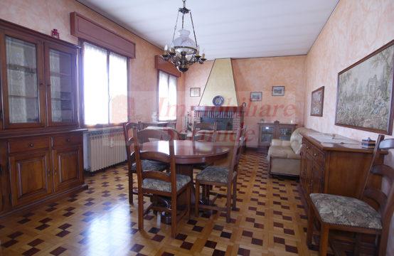 Casa Bifamiliare in Fraz. Moglia