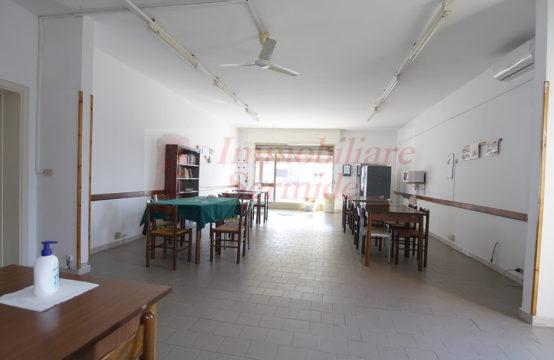 Locale Commerciale ed Abitativo in Vendita a Sermide